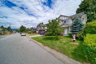 Photo 3: 12224 194A Street in Pitt Meadows: Mid Meadows House for sale : MLS®# R2608579