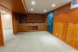 Photo 32: 220 Lake Crescent in Saskatoon: Grosvenor Park Residential for sale : MLS®# SK744275