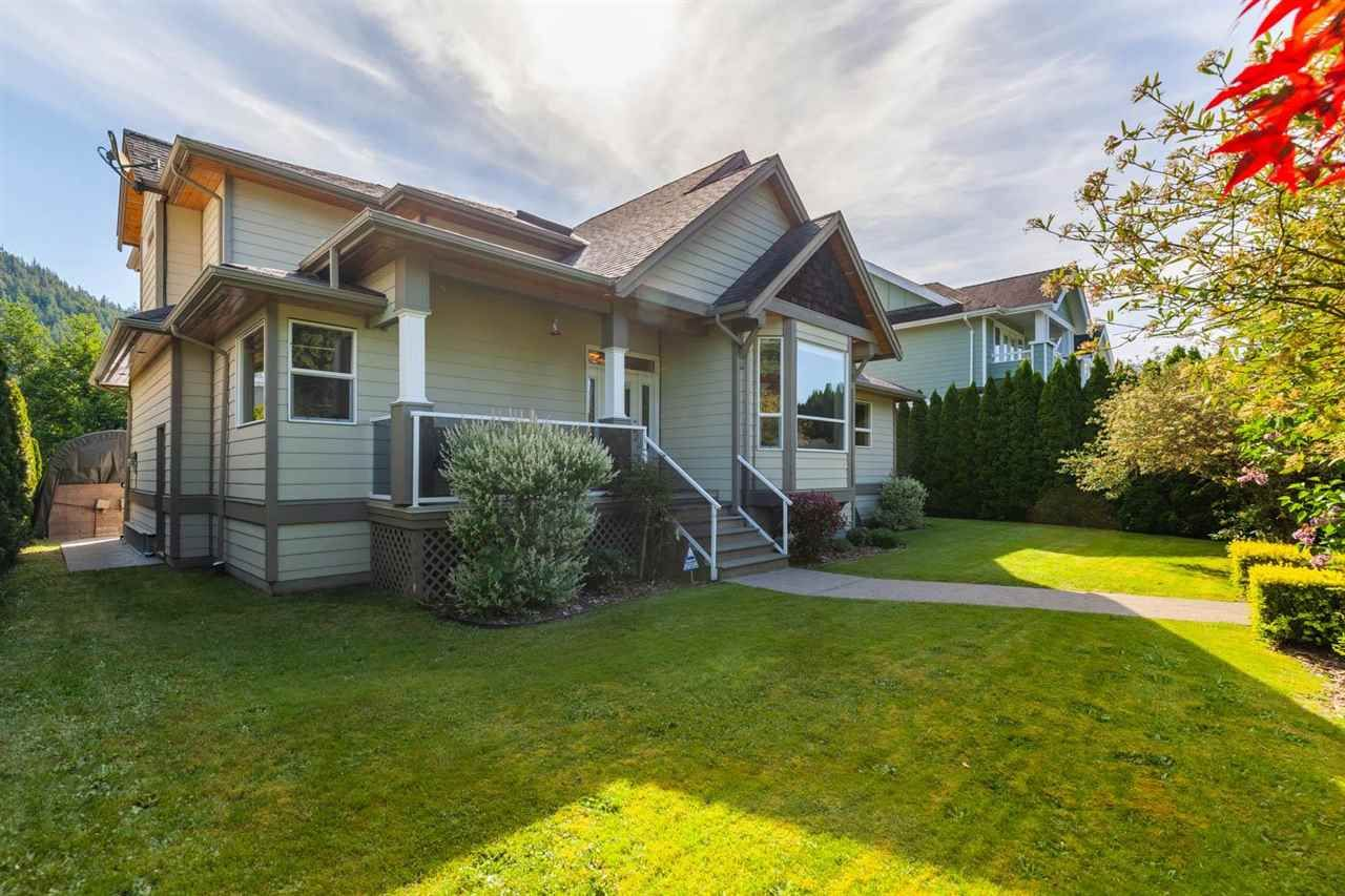 """Main Photo: 41434 GOVERNMENT Road in Squamish: Brackendale House for sale in """"BRACKENDALE"""" : MLS®# R2583348"""