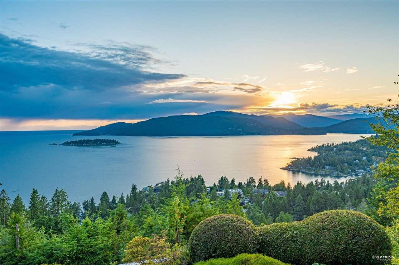 Main Photo: 5476 WEST VISTA Court in West Vancouver: Upper Caulfeild House for sale : MLS®# R2591383