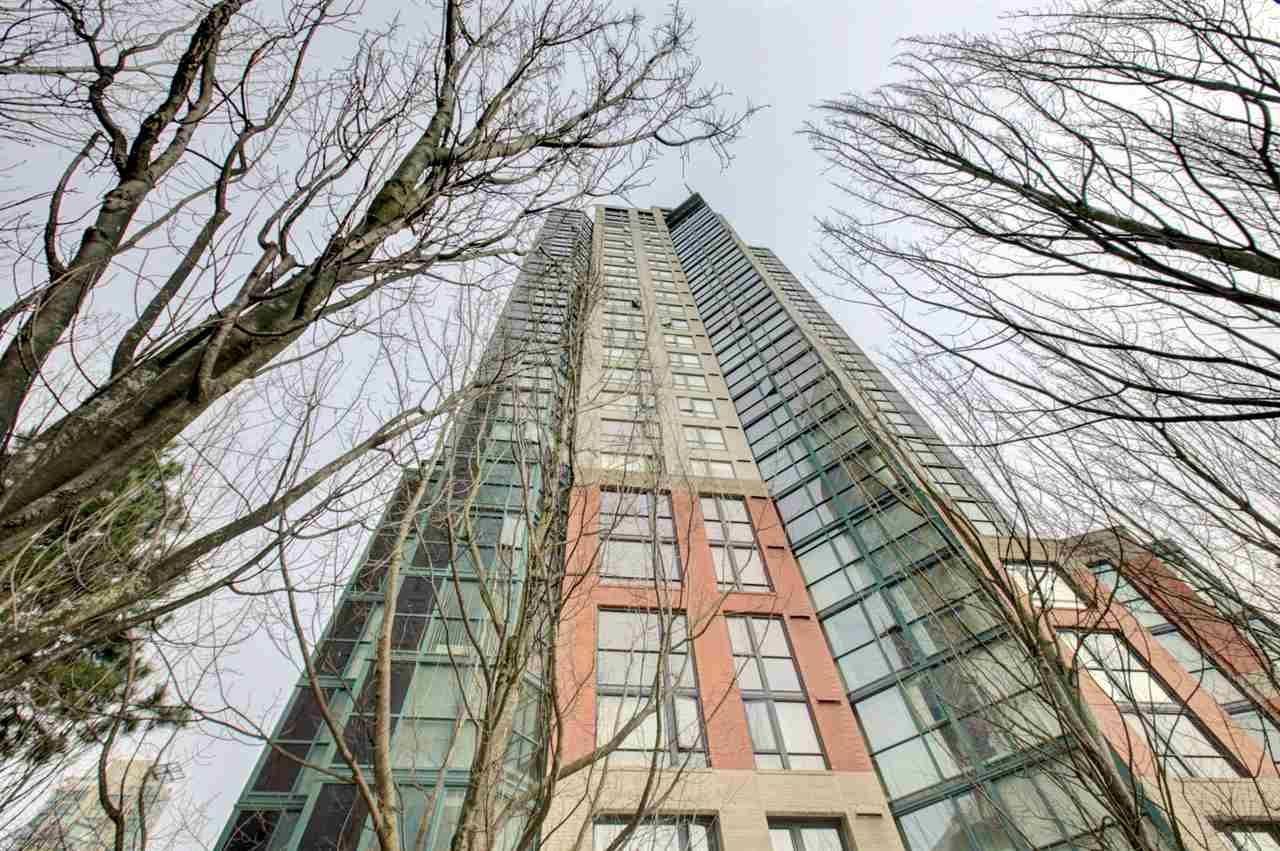 "Main Photo: 2302 289 DRAKE Street in Vancouver: Yaletown Condo for sale in ""Park View Tower"" (Vancouver West)  : MLS®# R2530410"