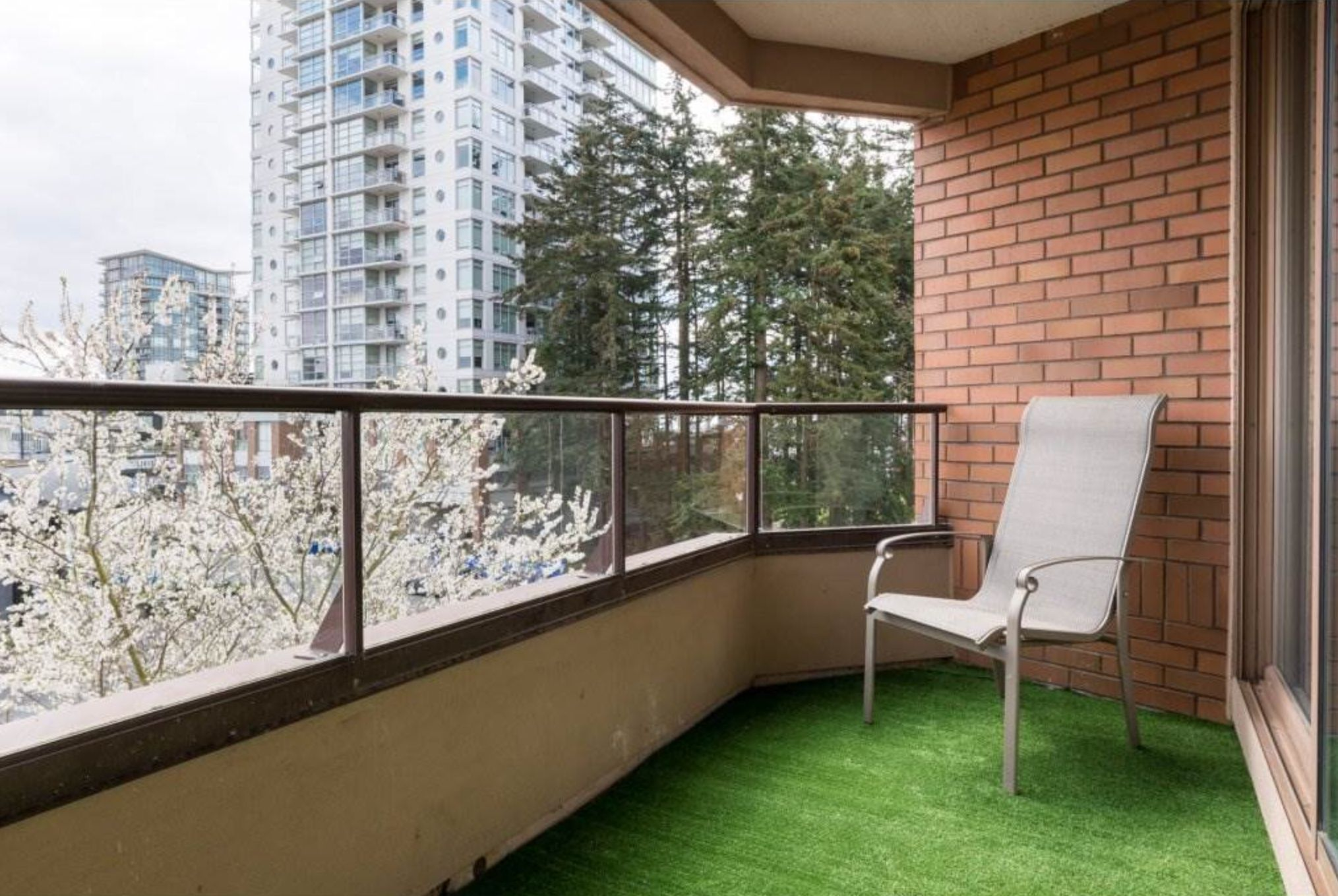 Photo 9: Photos: 410, 15111 Russell Avenue: White Rock Condo for sale (South Surrey White Rock)  : MLS®# R2152299