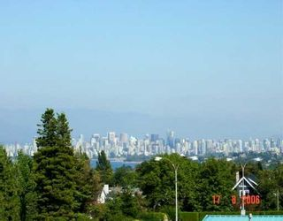 "Photo 1: 2580 TOLMIE Street in Vancouver: Point Grey Condo for sale in ""POINT GREY PLACE"" (Vancouver West)  : MLS®# V626284"