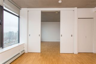 """Photo 6: 2002 108 W CORDOVA Street in Vancouver: Downtown VW Condo for sale in """"Woodwards"""" (Vancouver West)  : MLS®# R2525607"""