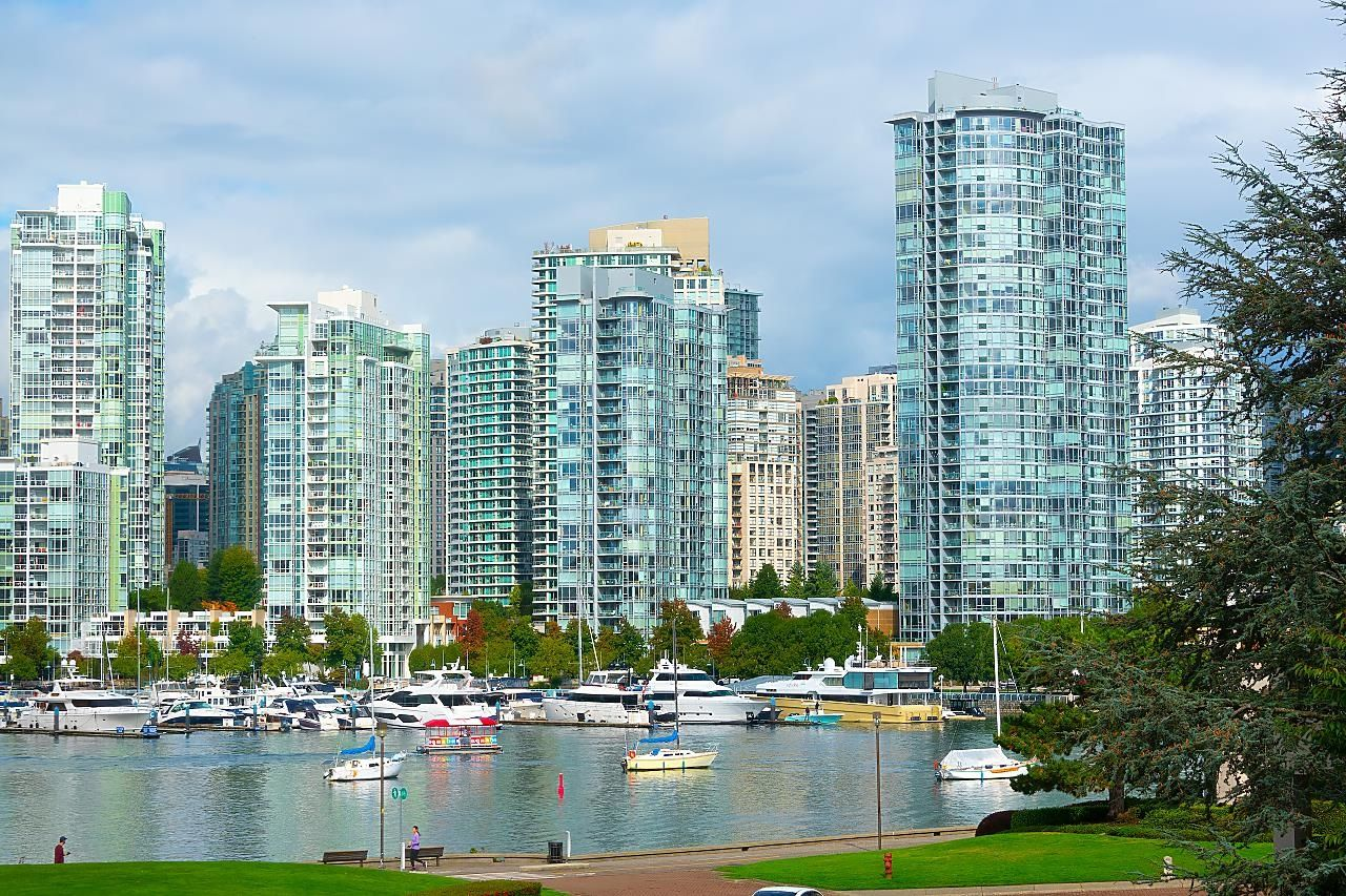 Main Photo: 308 525 WHEELHOUSE Square in Vancouver: False Creek Condo for sale (Vancouver West)  : MLS®# R2622613