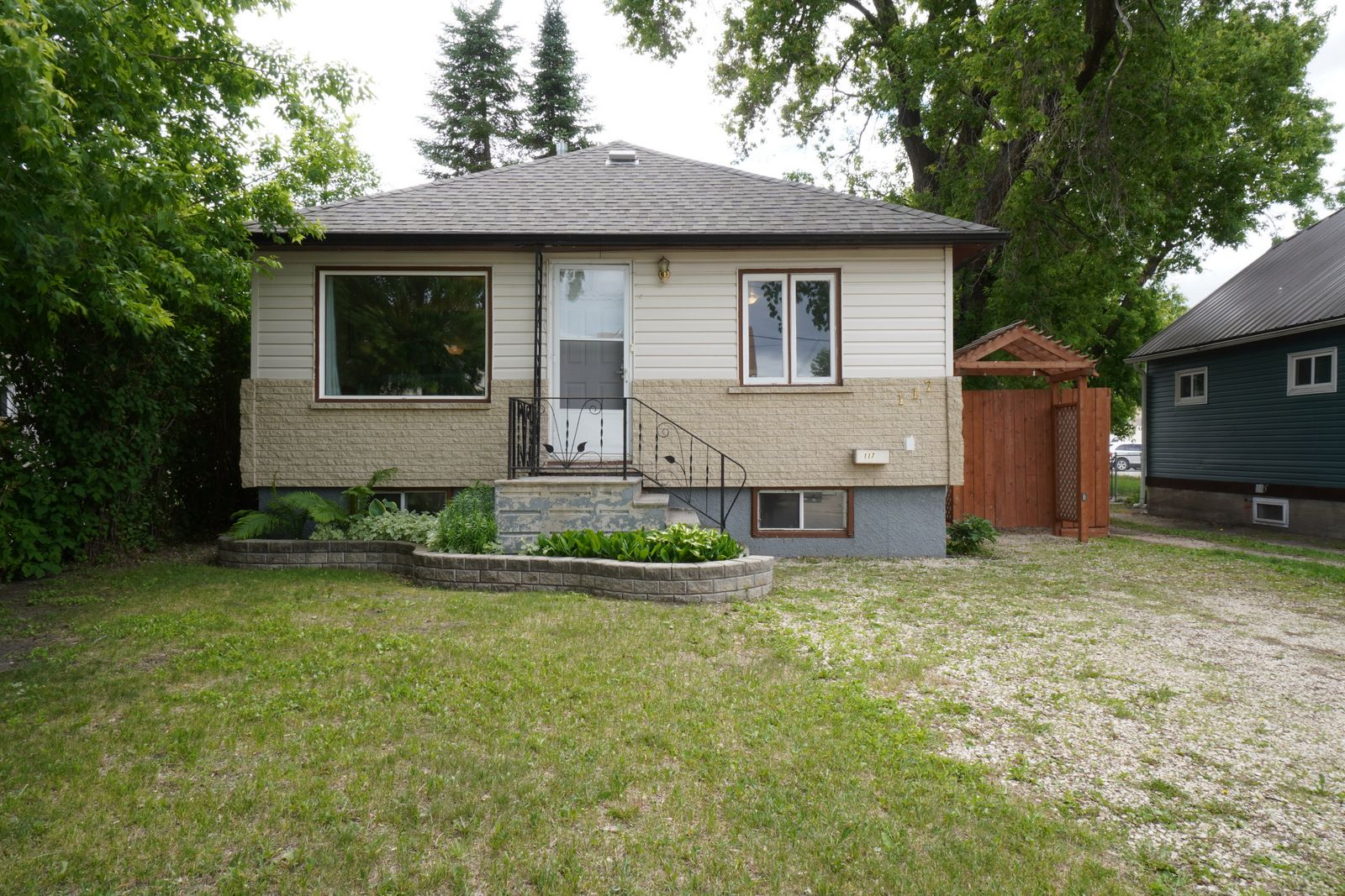 Main Photo: 117 Lorne Avenue E in Portage la Prairie: House for sale : MLS®# 202115159
