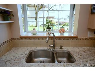 Photo 10: 42 901 Kentwood Lane in VICTORIA: SE Broadmead Row/Townhouse for sale (Saanich East)  : MLS®# 727195