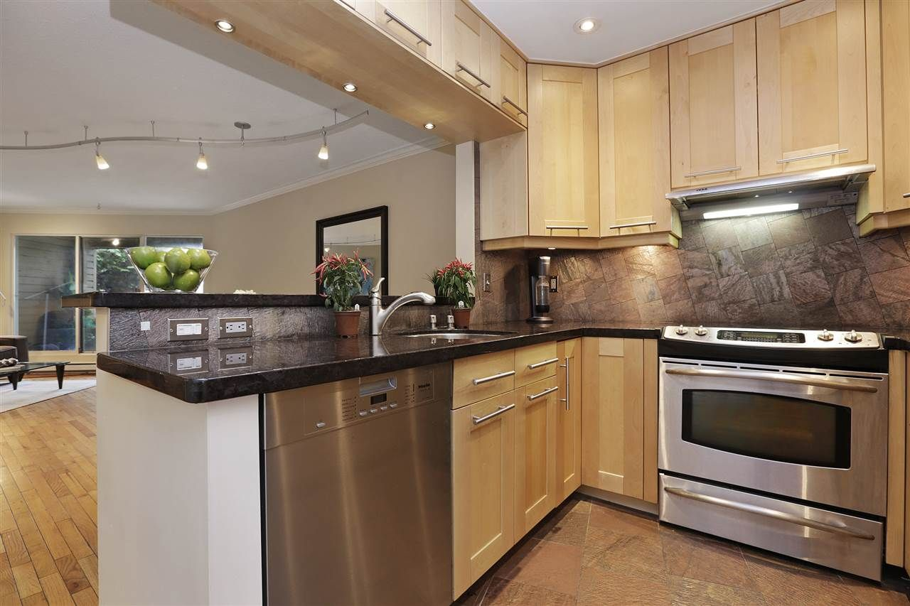Main Photo: 112 1910 CHESTERFIELD Avenue in North Vancouver: Central Lonsdale Townhouse for sale : MLS®# R2213948