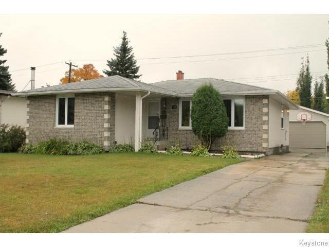 Main Photo: 235 Carriage Road in Winnipeg: Westwood / Crestview Single Family Detached for sale (West Winnipeg)  : MLS®# 1321779