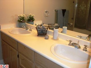 """Photo 7: 131 9012 WALNUT GROVE Drive in Langley: Walnut Grove Townhouse for sale in """"Queen Anne Green"""" : MLS®# F1103996"""