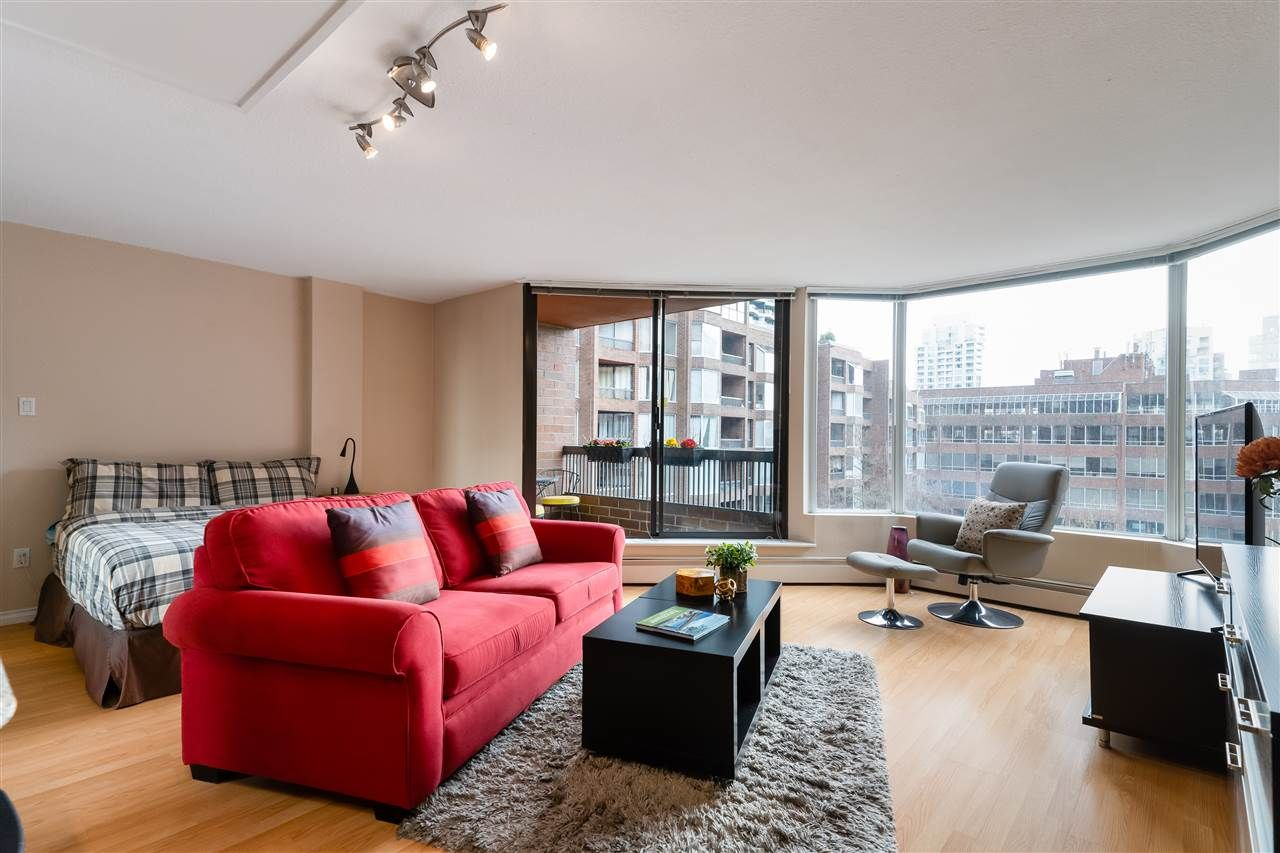 """Main Photo: 513 950 DRAKE Street in Vancouver: Downtown VW Condo for sale in """"ANCHOR POINT"""" (Vancouver West)  : MLS®# R2557103"""