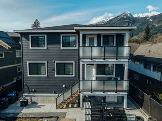 Photo 3: 38772 BUCKLEY Avenue in Squamish: Dentville House for sale : MLS®# R2580702