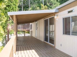 """Photo 15: 7 12248 SUNSHINE COAST Highway in Madeira Park: Pender Harbour Egmont Manufactured Home for sale in """"SEVEN ISLES"""" (Sunshine Coast)  : MLS®# R2604086"""