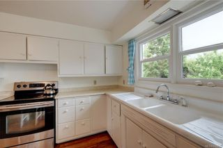 Photo 8: 121 Howe St in Victoria: Vi Fairfield West House for sale : MLS®# 842212