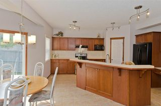 Photo 18: 70 Cresthaven Way SW in Calgary: Crestmont Detached for sale : MLS®# C4285935