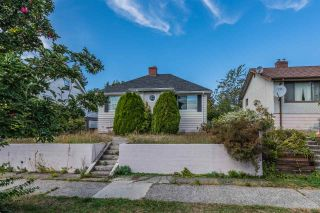 Photo 2: 1525 EDINBURGH Street in New Westminster: West End NW House for sale : MLS®# R2403335