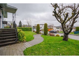 "Photo 4: 927 LAUREL Street in New Westminster: The Heights NW House for sale in ""THE HEIGHTS"" : MLS®# R2554863"