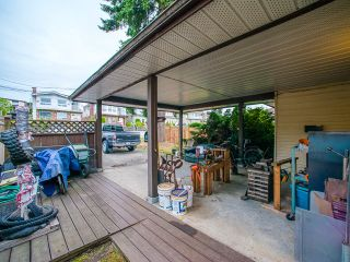 Photo 2: 5445 MANOR Street in Burnaby: Central BN 1/2 Duplex for sale (Burnaby North)  : MLS®# R2083747