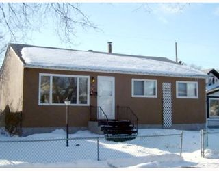 Photo 1: 280 INGLEWOOD Street in WINNIPEG: St James Residential for sale (West Winnipeg)  : MLS®# 2803532