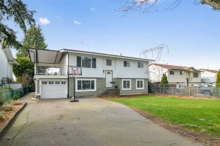 Photo 1: 6251 SUNDANCE Drive in Surrey: Cloverdale BC House for sale (Cloverdale)  : MLS®# R2559680