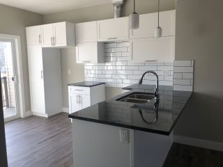 Photo 2: 16 13003 132 Avenue NW in Edmonton: Zone 01 Townhouse for sale : MLS®# E4235055