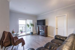 Photo 3: 302 22363 SELKIRK AVENUE in Maple Ridge: West Central Condo for sale : MLS®# R2413478