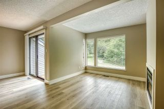 """Photo 4: 15879 ALDER Place in Surrey: King George Corridor Townhouse for sale in """"ALDERWOOD"""" (South Surrey White Rock)  : MLS®# R2471622"""