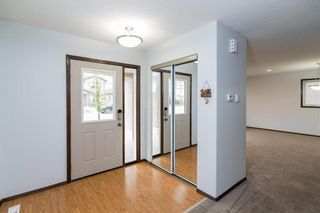 Photo 2: 307 Brookfield Crescent in Winnipeg: Bridgwater Lakes Residential for sale (1R)  : MLS®# 202118343
