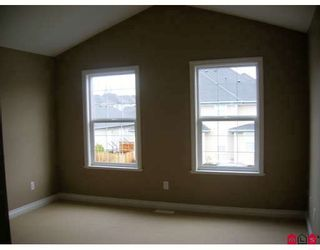 """Photo 4: 7021 180TH Street in Surrey: Cloverdale BC Townhouse for sale in """"PROVINCETON"""" (Cloverdale)  : MLS®# F2730643"""