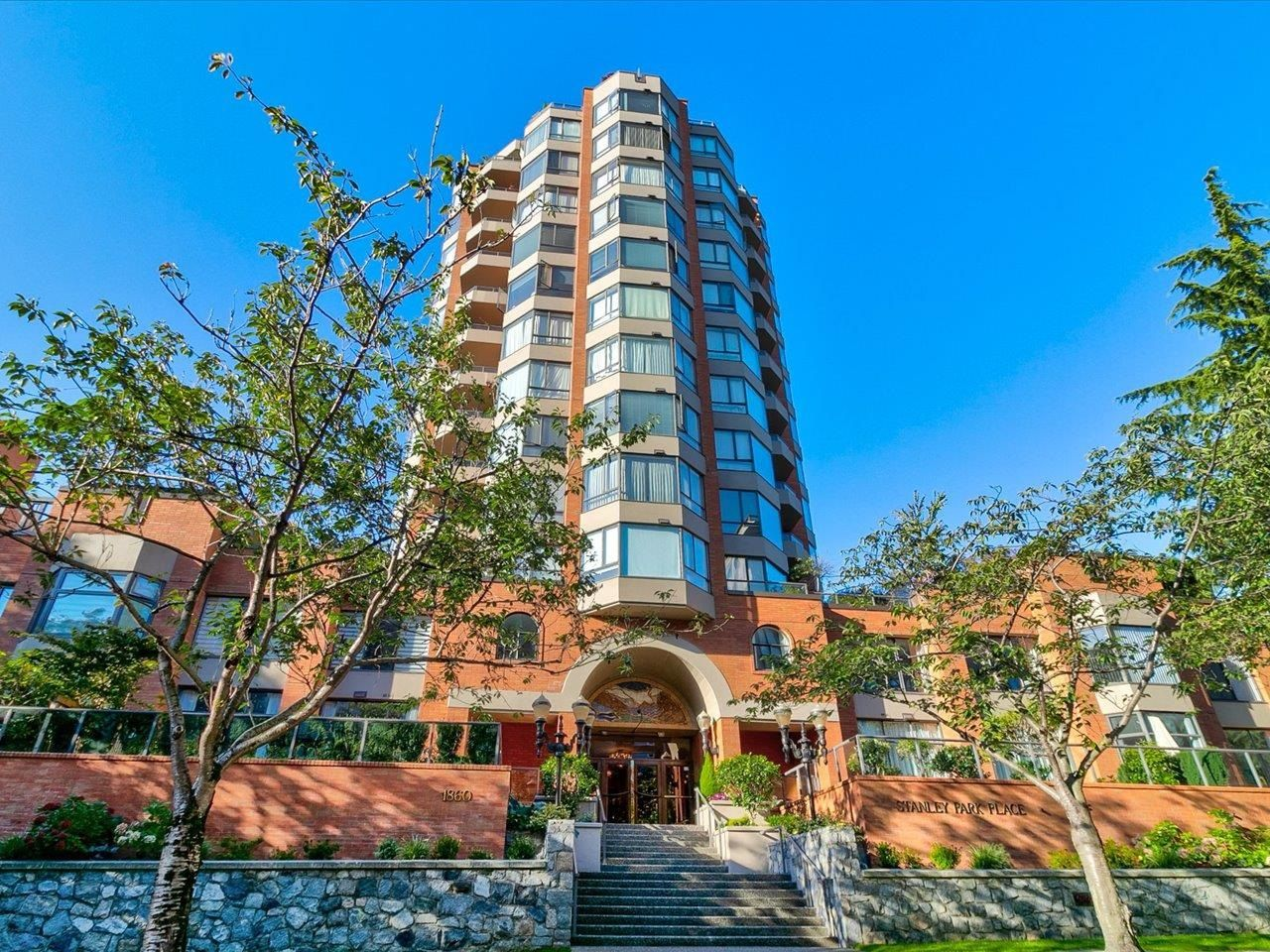"""Main Photo: 204 1860 ROBSON Street in Vancouver: West End VW Condo for sale in """"Stanley Park Place"""" (Vancouver West)  : MLS®# R2619099"""