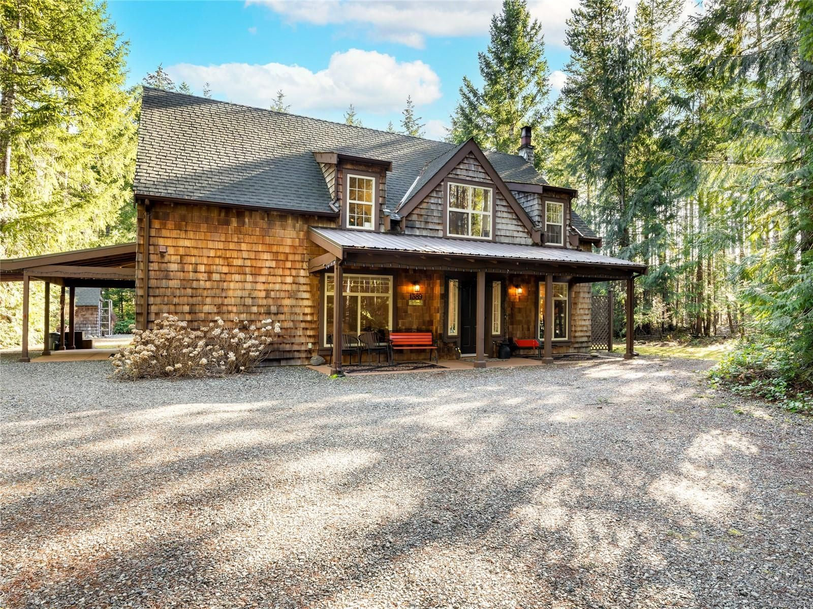 Main Photo: 1389 Meadowood Way in : PQ Qualicum North House for sale (Parksville/Qualicum)  : MLS®# 869641