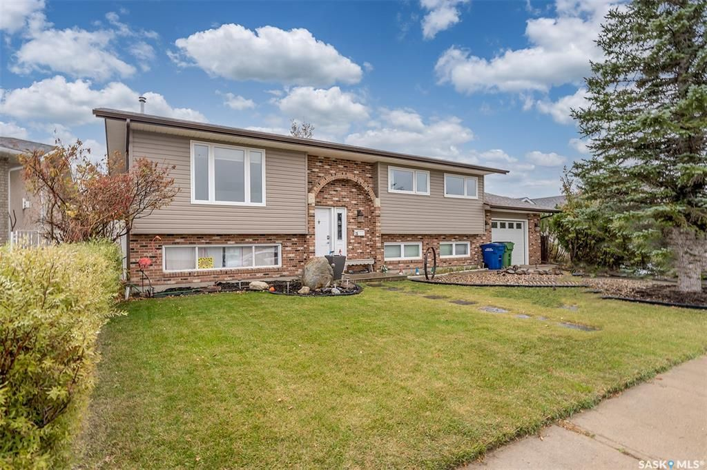 Main Photo: 25 Flax Road in Moose Jaw: VLA/Sunningdale Residential for sale : MLS®# SK873977