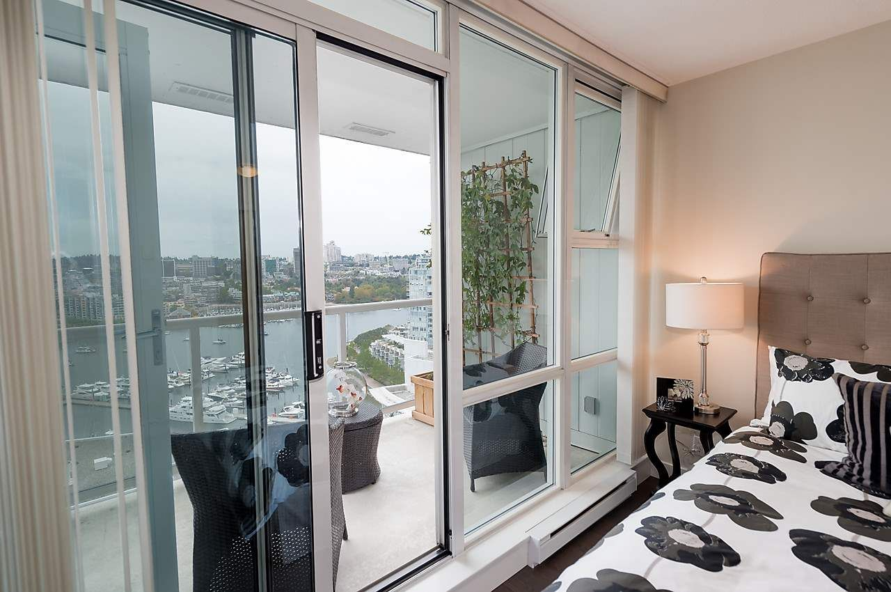 """Photo 16: Photos: 2508 193 AQUARIUS Mews in Vancouver: Yaletown Condo for sale in """"MARINASIDE RESORT RESIDENCES"""" (Vancouver West)  : MLS®# R2106066"""