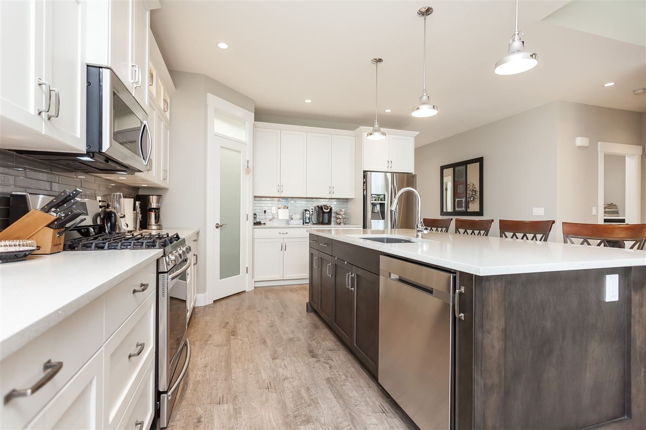 Photo 10: Photos: 4927 215 Street in Langley: Murrayville House for sale : MLS®# R2443426
