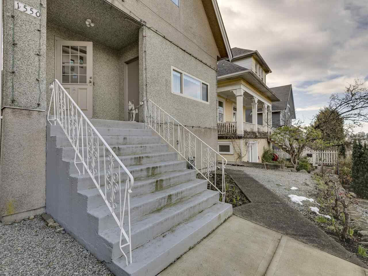 """Photo 3: Photos: 1550 GRANT Street in Vancouver: Grandview Woodland House for sale in """"GRANVIEW"""" (Vancouver East)  : MLS®# R2539844"""