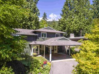 Photo 3: 3751 ROBLIN Place in North Vancouver: Princess Park House for sale : MLS®# R2485057