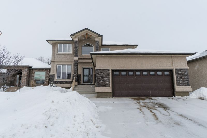 FEATURED LISTING: 7 River Valley Drive Winnipeg