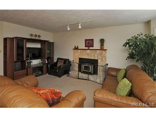 Photo 3: 1270 Lidgate Crt in VICTORIA: SW Strawberry Vale House for sale (Saanich West)  : MLS®# 643808