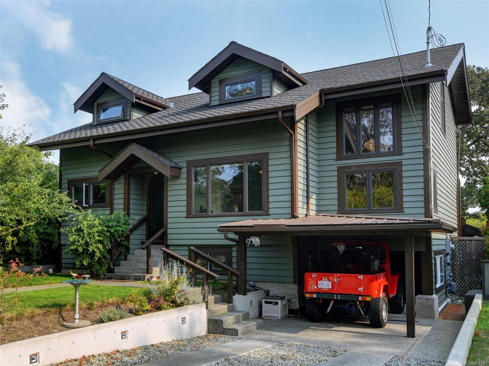 Main Photo: 915 Bank St in : Vi Fairfield East House for sale (Victoria)  : MLS®# 862789