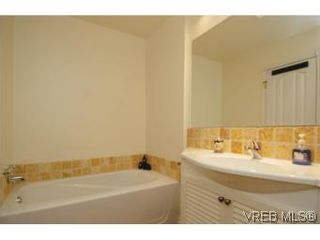 Photo 13: 1 26 Menzies St in VICTORIA: Vi James Bay Row/Townhouse for sale (Victoria)  : MLS®# 494290