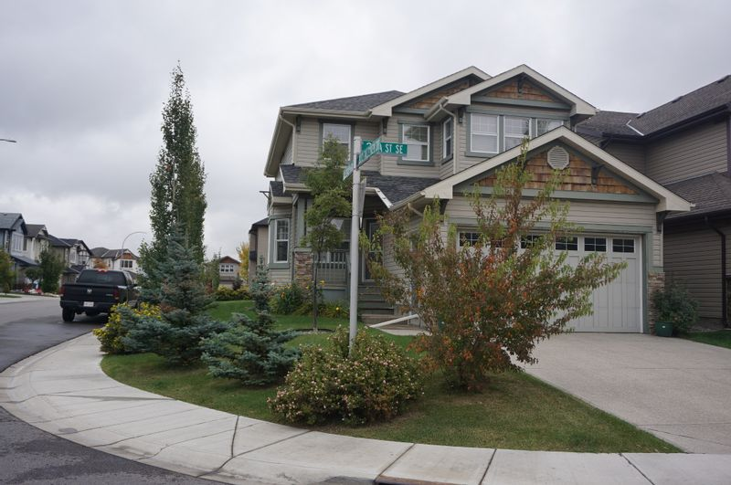 FEATURED LISTING: 3432 26A Street Southeast Calgary