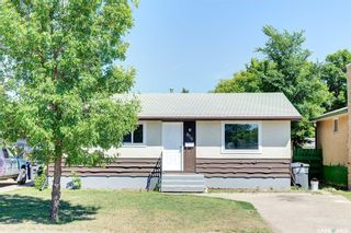 Photo 1: 818 Confederation Drive in Saskatoon: Massey Place Residential for sale : MLS®# SK861239