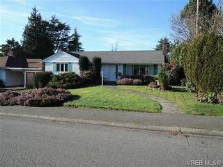 Photo 1: 2988 Eastdowne Rd in VICTORIA: OB Henderson House for sale (Oak Bay)  : MLS®# 689873