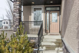 Photo 2: 2 WEST CEDAR Place SW in Calgary: West Springs Detached for sale : MLS®# C4286734