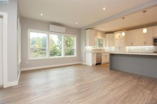 Photo 9: 1037 Sandalwood Crt in VICTORIA: La Luxton House for sale (Langford)  : MLS®# 827604