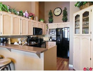 """Photo 2: 107 9012 WALNUT GROVE Drive in Langley: Walnut Grove Townhouse for sale in """"QUEEN ANNE GREEN"""" : MLS®# F2729311"""