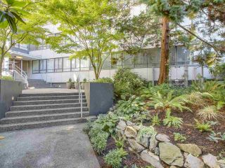 """Photo 2: 601 1445 MARPOLE Avenue in Vancouver: Fairview VW Condo for sale in """"HYCROFT TOWERS"""" (Vancouver West)  : MLS®# R2209267"""