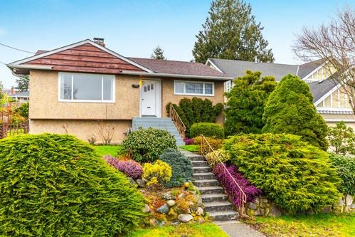"""Main Photo: 3737 CLINTON Street in Burnaby: Suncrest House for sale in """"Suncrest"""" (Burnaby South)  : MLS®# R2145897"""