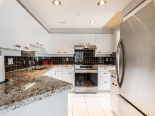 "Photo 11: 10C 199 DRAKE Street in Vancouver: Yaletown Condo for sale in ""CONCORDIA 1"" (Vancouver West)  : MLS®# R2539673"