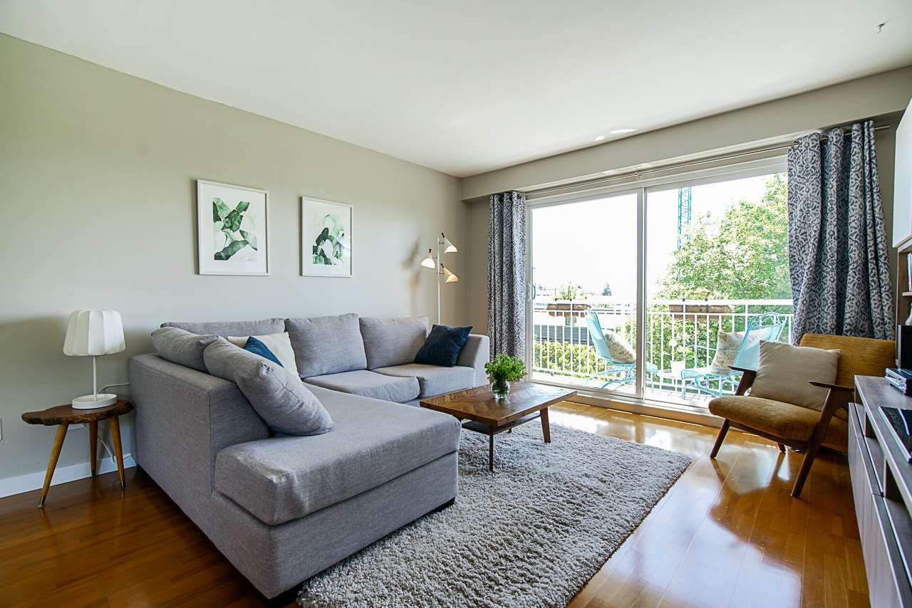 "Main Photo: 206 306 W 1ST Street in North Vancouver: Lower Lonsdale Condo for sale in ""La Viva Place"" : MLS®# R2476201"